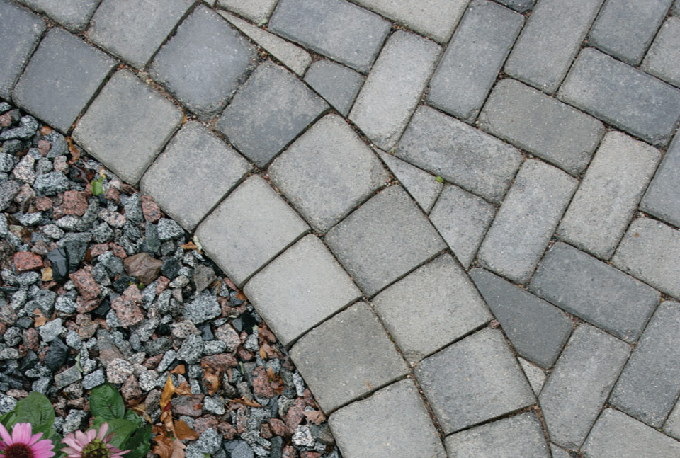 Brickstone with Cobblestone Border