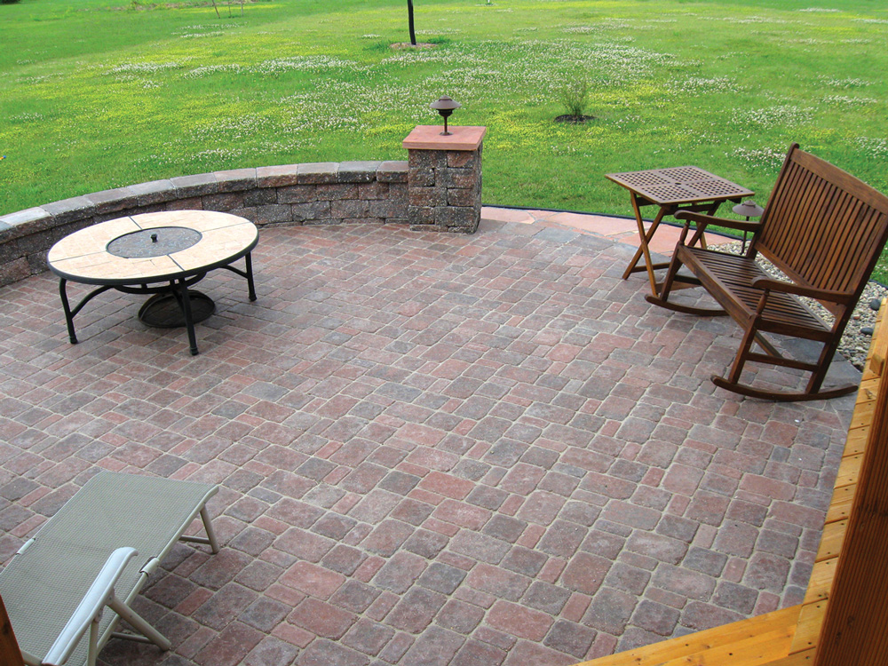 Cobblestone Patio with Seat Walls