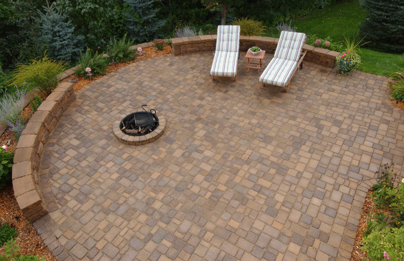 Cobblestone Patio with Firepit and Seatwall