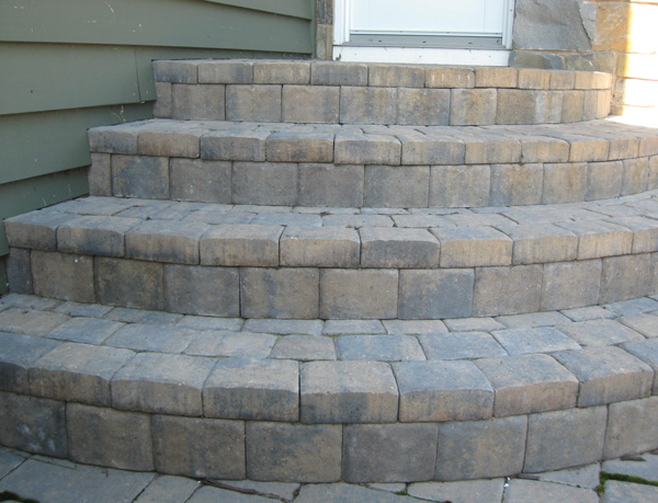 Veneered Curved Cobblestone Steps