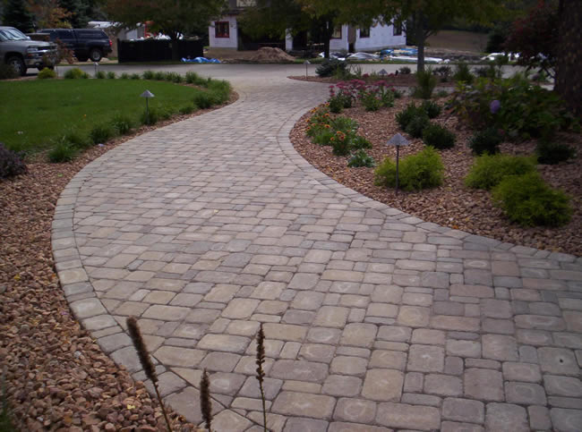 Cobblestone Curved Walkway