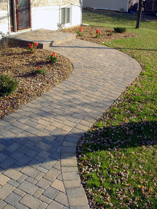 Cobblestone Walkway with Veneered Step